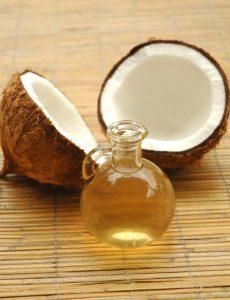 Os benefícios do óleo de coco para a beleza