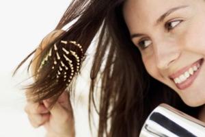 escovar-cabelo-com-secador