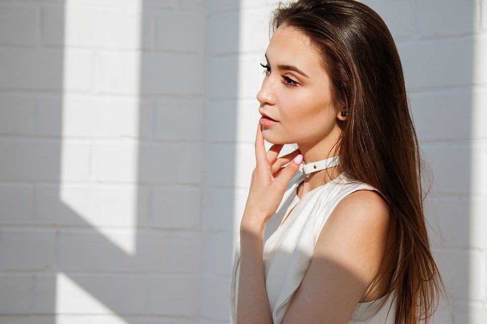Como aplicar o protetor solar depois da maquiagem?