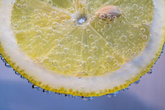 Vitamina C: por que ela é tão importante para combater o envelhecimento da pele?